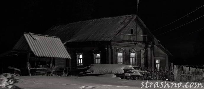 Большой старый дом в деревне