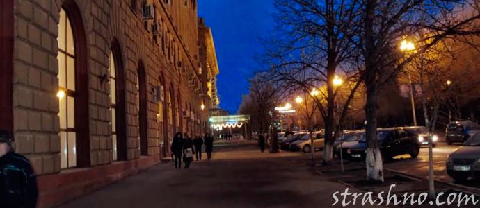 вмисика вечернего города на карантине