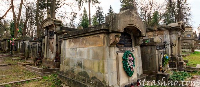 склеп на кладбище