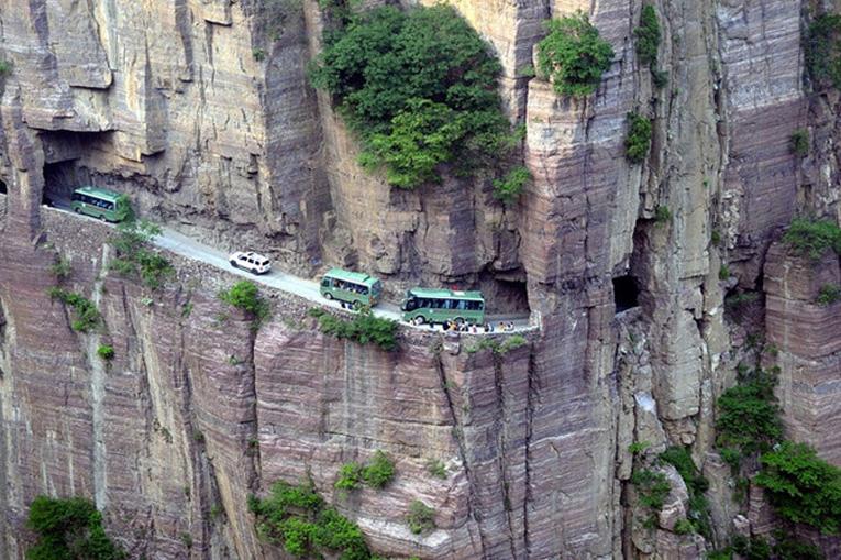опасный туннель в горах