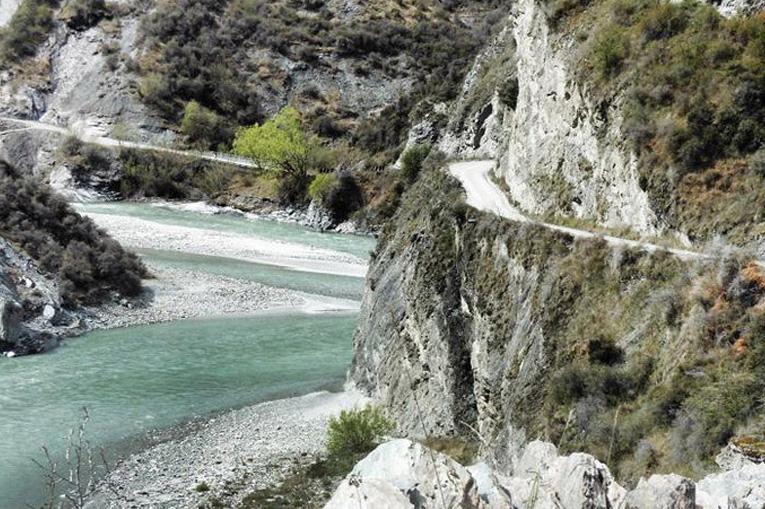 дорога по опасному каньону