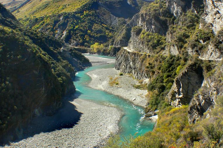 узкая дорога над каньоном