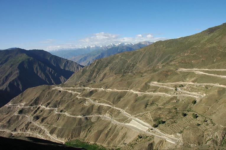 шоссе в горах Тибета