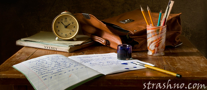 стол с книгами