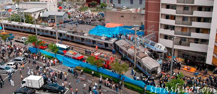 крушение электропоезда в Японском городе