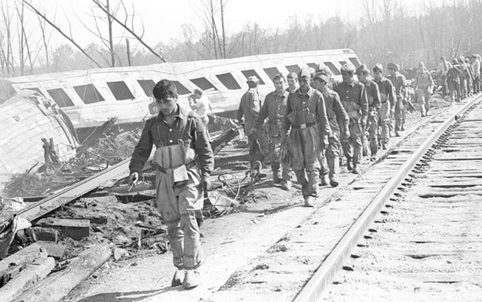 спасательные работы на месте крушения поездов под Уфой