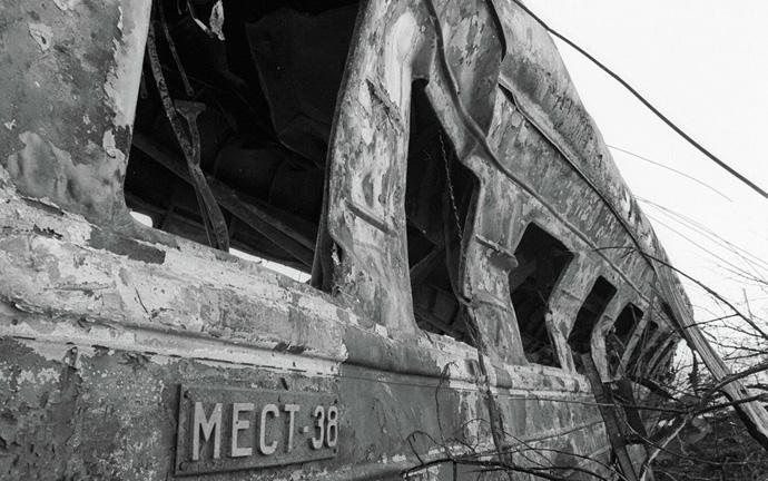 искореженный в огне вагон