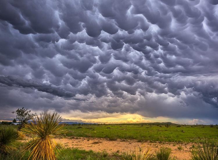 мрачное небо в облаках