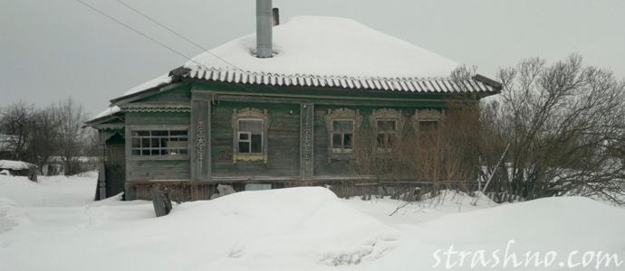 брошенный домовым деревенский дом