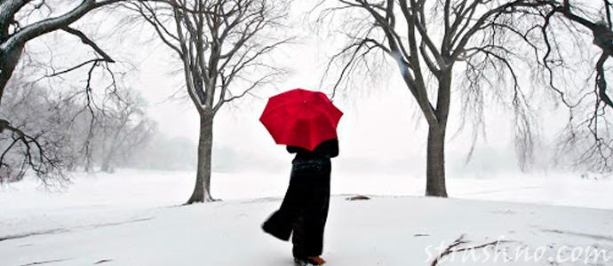 девушка с красным зонтиком