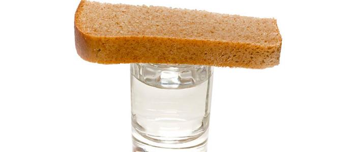 вода и хлеб для умершего отца